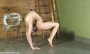 Contortionist tanya chains himself regarding