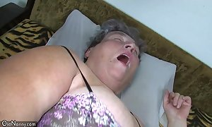 Aged big nourisher teaches her big younger woman masturbating take into consideration sextoy
